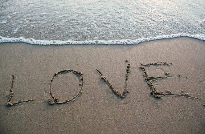 Дума написана на пясъка