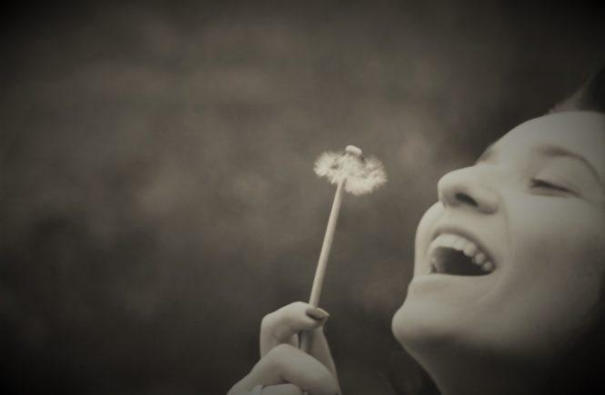 Усмихната жена